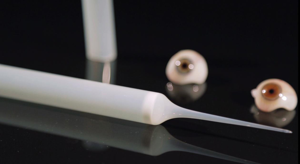 Glass tube from Kryolithglas as starting material for artificial human eyes